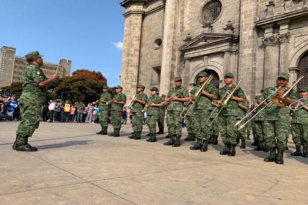 militares_guadalajara_flasmob_banda_de_guerra