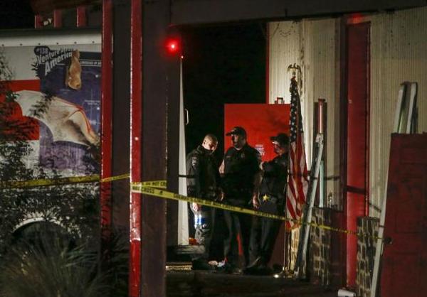 Dos personas fueron asesinadas en el lugar, otras 14 están heridas. FOTO: AP