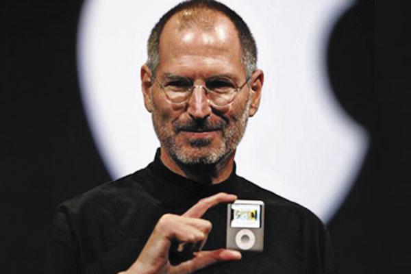Steve Jobs, llegó a ser cofundador y presidente ejecutivo de Apple, empresa destacada por el I-Phone y las computadoras Mac. Foto: Especial