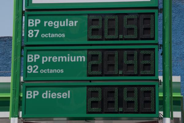 Gasolina cara combustible empresas privadas director pemex