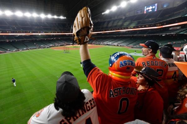La gente de Houston espera salir esta noche con el título en sus manos. AP