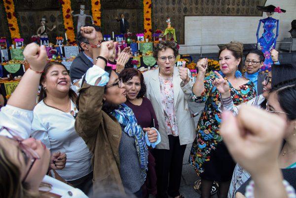 PROSELITISMO. La aspirante a dirigir Morena visitó ayer San Lázaro. Foto: CUARTOSCURO