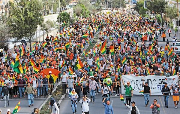 BOLIVIA. Se registraron manifestaciones en contra y a favor de Evo Morales. Foto: Reuters