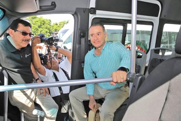 LOGRO. Quirino Ordaz supervisó los nuevos modelos, con los que suman ya 300 unidades. Foto: Especial