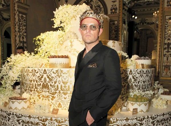 ANFITRIÓN. Mauricio decoró el Palacio Metropolitano con detalles en dorado. Foto: JDS Agencia