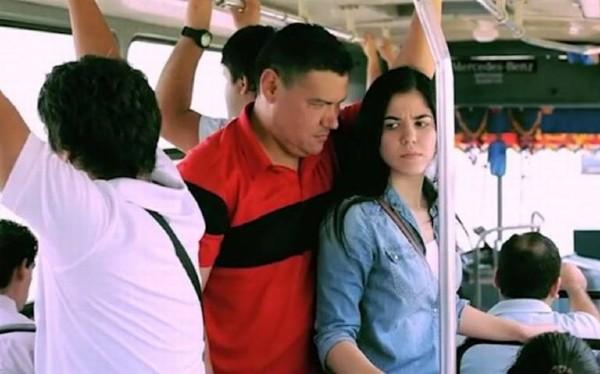 El acoso sexual en el transporte público es un acto de violencia hacía la mujer que puede ser castigado. Foto: Especial