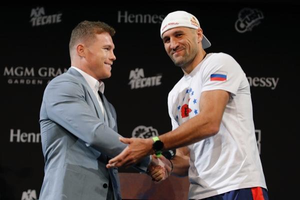 Saúl Álvarez contra Sergey Kovalev. AP