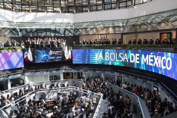 Festejos por el 125 aniversario de los trabajos de la Bolsa Mexicana de Valores, que realizó en el piso de Remates de BMV.  FOTO: VICTORIA VALTIERRA  /CUARTOSCURO.COM