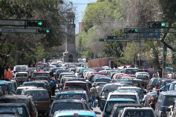 En este miércoles, los vehículos con engomado rojo. Cuartoscuro