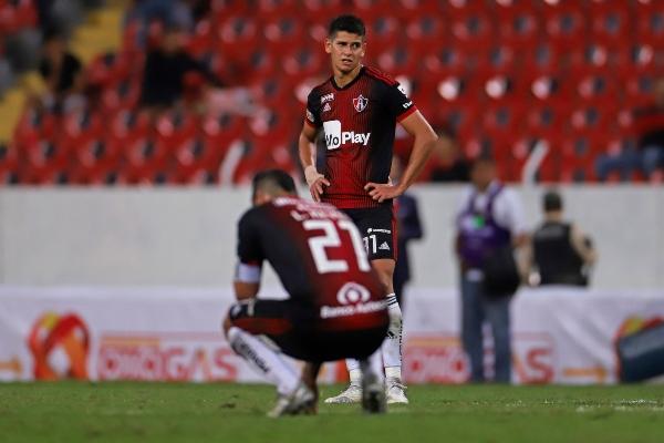 Esta noche en el Estadio Jalisco se enfrentaron los equipos de los Zorros del Atlas frente a Atlético San Luis, en partido donde el marcador final fue de 2-1 a favor del equipo visitante. Foto: Cuartoscuro
