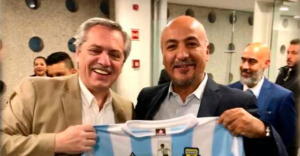 ARRIBO. Fernández fue recibido por el subsecretario Maximiliano Reyes Zúñiga. Foto: Especial.