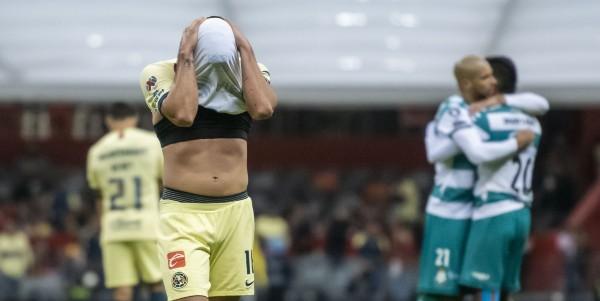 DECEPCIÓN. Los futbolistas azulcremas lamentaron la derrota ante el mejor conjunto del Apertura 2019. Foto: Mexsport