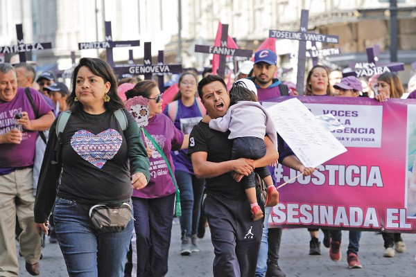 GRITO. Los participantes demandaron interés real de las autoridades para poner fin a la violencia. Foto: Notimex