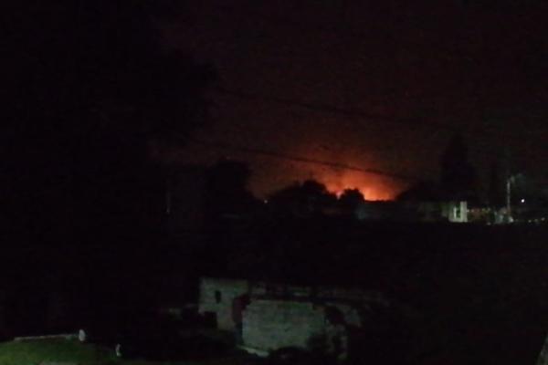 Se reportó un incendio generado por la fuga. Foto: @PC_Estatal