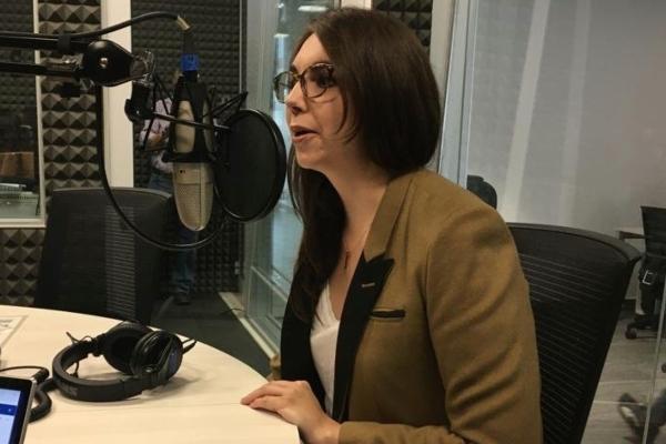 Veka G. Durán. historiadora de arte y coautora del libro Cara o Cruz: Lázaro Cárdenas en entrevista en cabina