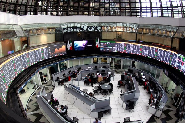 Interior de la Bolsa mexicana de Valores. Foto: Cuartoscuro