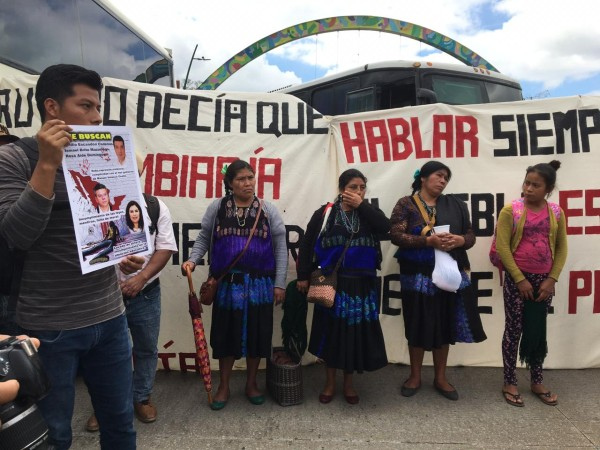 Durante la manifestación, los normalistas exigieron apoyo de las autoridades. Foto: Jeny Pascacio