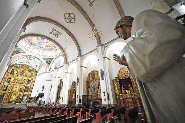 CERRADA. La iglesia permanece cerrada, pues resultó dañada tras el terremoto del 19S. Foto: Leslie Pérez