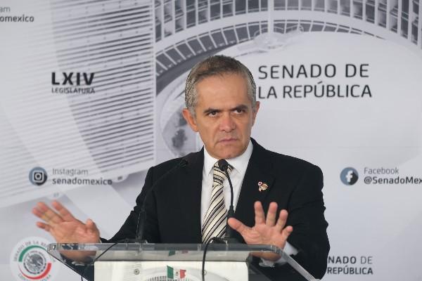 El senador Miguel Ángel Mancera, por el partido del PRD, ofreció una conferencia de prensa en el Patio del Federalismo del Senado de la República. FOTO: GRACIELA LÓPEZ /CUARTOSCURO.COM