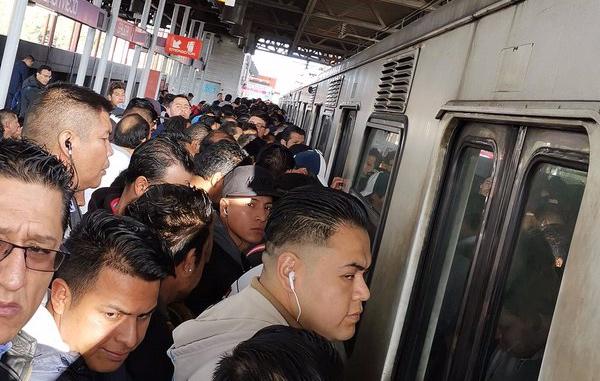 Metro CDMX: Tren averiado en Peñón Viejo de la Línea A, el avance es lento - El Heraldo de México