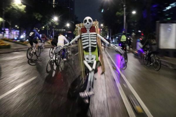 paseo_nocturno_bicileta_dia_de_muertos