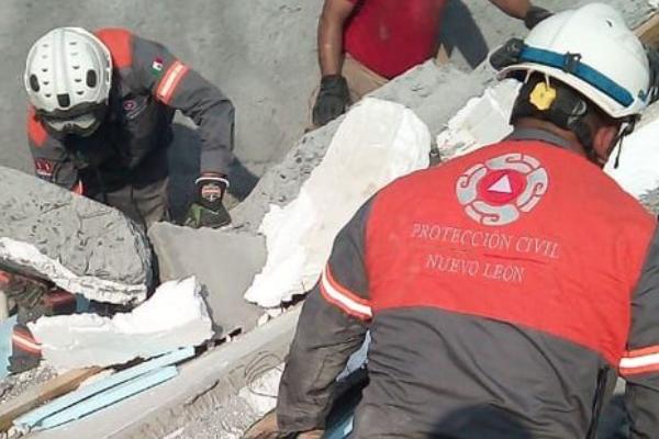 Monterrey techo tienda derrumbe muere trabajador