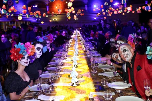 La cena se sirvió en la Plaza de Toros de San Miguel de Allende a más de 300 invitados. FOTOS: JDS / AGENCIA