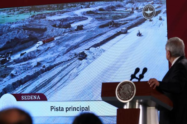 11 arqueólogos laboran en el proyecto en la base militar. Foto: CUARTOSCURO