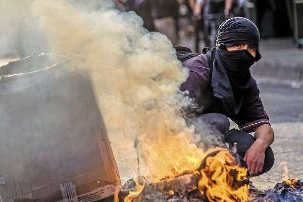 SANTIAGO. Las primeras protestas fueron por el aumento al pasaje del Metro. Foto: AFP