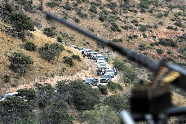 CUSTODIA MILITAR.  Efectivos de la Guardia Nacional resguardan las localidades habitadas por los LeBarón. Foto: AP