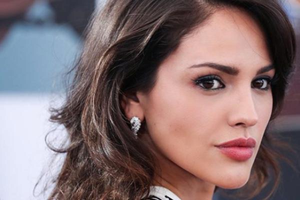 Eiza González es captada en tremendo beso con esta famosa actriz: FOTO