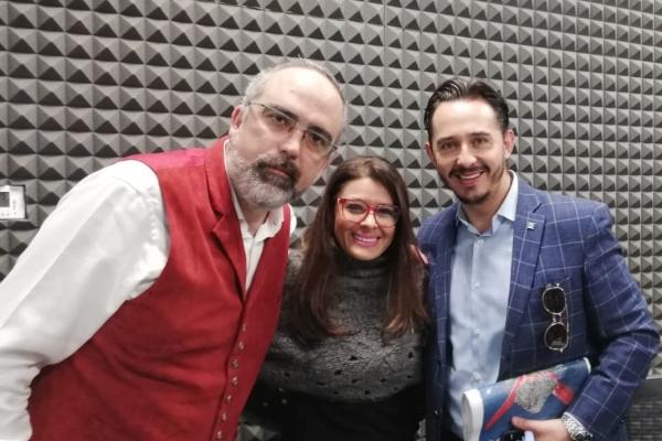 Hugo Corzo y Emiliano Gironella en entrevista en cabina con Sergio y Lupita. Foto: especial