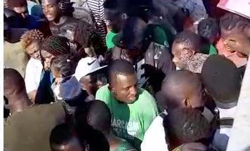 La molestia se generalizó cuando los haitianos cuestionaron la rapidez en la entrega de tarjetas a la comunidad africana. Foto: Especial