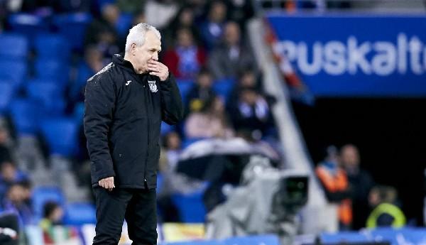 ESTILO. El entrenador mexicano dirigió gran parte del juego desde su área técnica. Foto: LaLiga