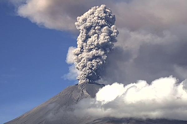 volcan_popocatepetl_fumarola_semaforo_alerta