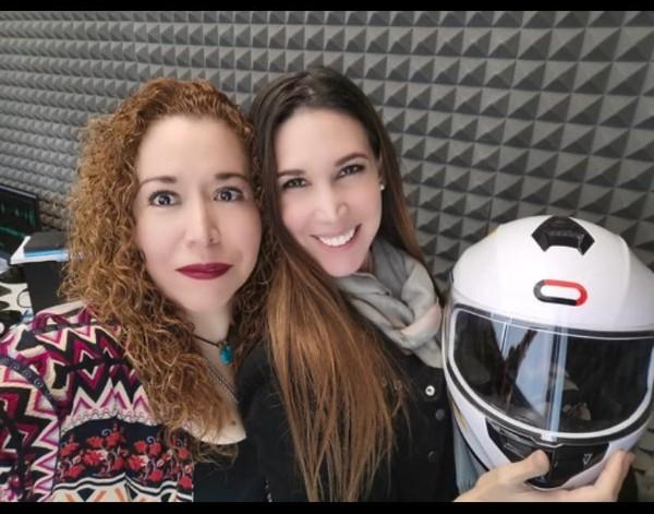 Fernanda Roldán en la cabina de El Heraldo Radio. FOTO: ESPECIAL