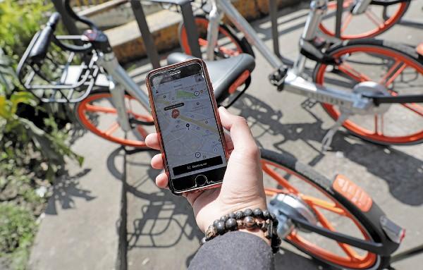 MOVILIDAD. Las aplicaciones son más frecuentes en los teléfonos inteligentes. Foto: Reuters