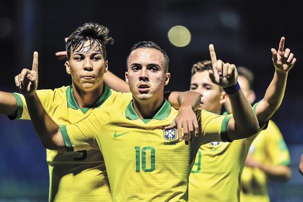 FESTEJO. Los brasileños respondieron a la expectativa y superaron a Italia desde el primer tiempo. Foto: Mexsport