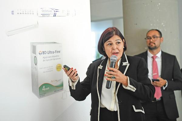 TRABAJO. La doctora Irma Luisa Ceja señaló que en México 11% de pacientes usa insulina. Foto: Nayeli Cruz