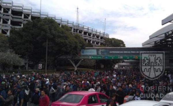 Los manifestantes han sido encapsulados por policías capitalinos. FOTO: Especial