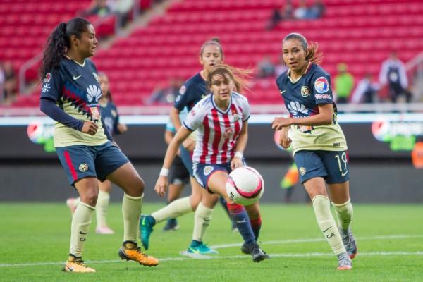 RECUERDO. Sólo un Clásico se ha jugado en el Azteca. Foto: Mexsport