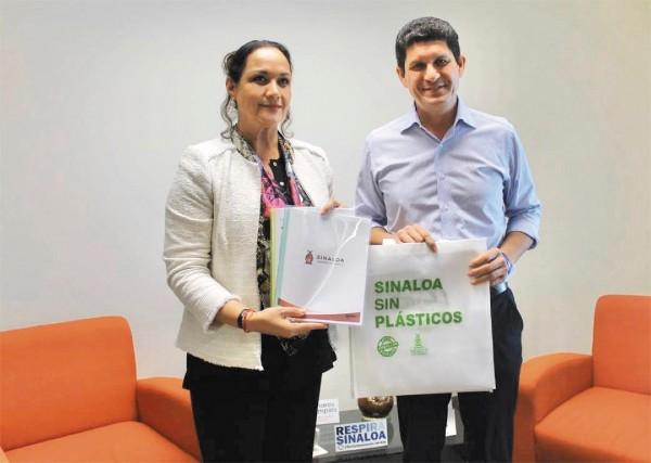 MEDIDA. Reconocieron la campaña para dejar de utilizar plásticos en la entidad. Foto: Especial