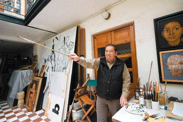 REFUGIO. El artista, quien cumplió 80 años, durante la entrevista en su casa y taller de la colonia Roma. Foto: Nayeli Cruz.