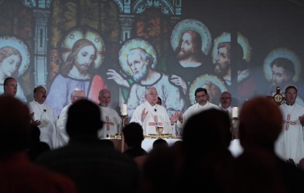 El canciller felicitó al Arzobispo José H. Gómez vía Twitter. FOTO: @ArchbishopGomez