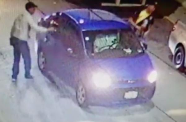 Lo elementos de la Policía lograron recuperar los objetos robados al conductor. FOTO: Especial
