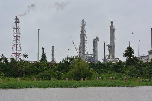 QUEJA. Parte de los adeudos están relacionados con rehabilitaciones a las plantas de la Refinería Minatitlán. Foto: CUARTOSCURO