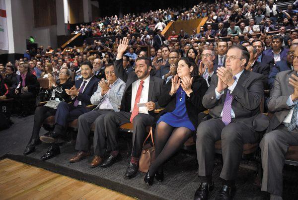 RESPALDO. Marcelo Ebrard acompañó a Llerenas en su acto. Foto: Pablo Salazar Solís.