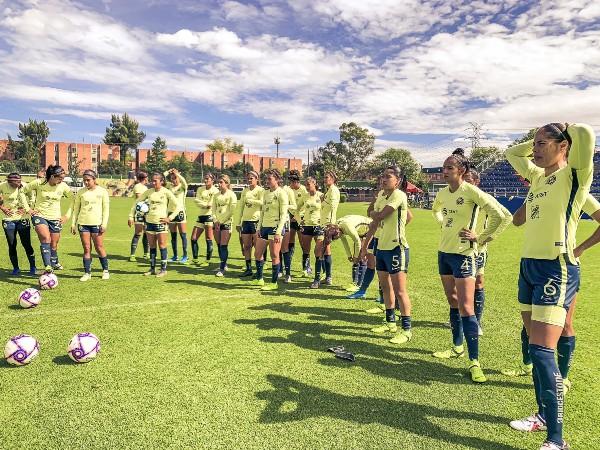 La cancha Centenario de Coapa, en donde juega esta rama, tiene una capacidad para poco más de 900 asistentes. Foto:  Club América