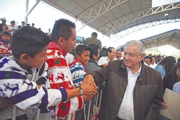 INDÍGENAS. López Obrador visitó Durango. Foto: Especial.