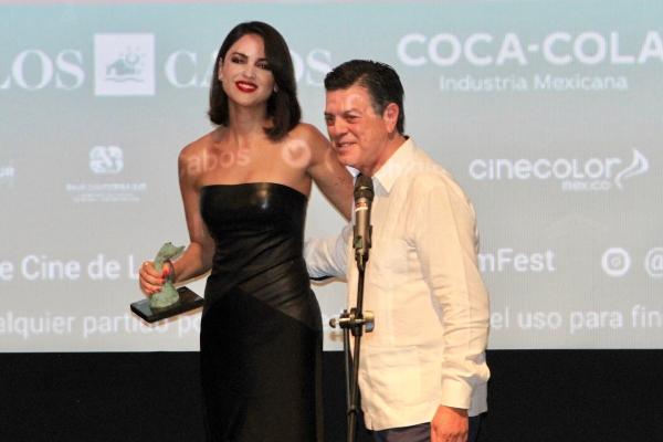 La actriz Eiza González fue reconocida con el International Star Award. Foto: Cortesía Notimex